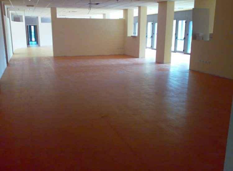 Come si posa il linoleum sala civica pavimento in for Pavimenti linoleum ikea